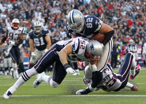 FOXBORO, MA - OCTOBER 16:   Jason Witten #82 of the Dallas Cowboys scores a touchdown against the defense of  Dane Fletcher #52 and  Devin McCourty #32 of the New England Patriots in the first half at Gillette Stadium on October 16, 2011 in Foxboro, Massachusetts. (Photo by Jim Rogash/Getty Images)