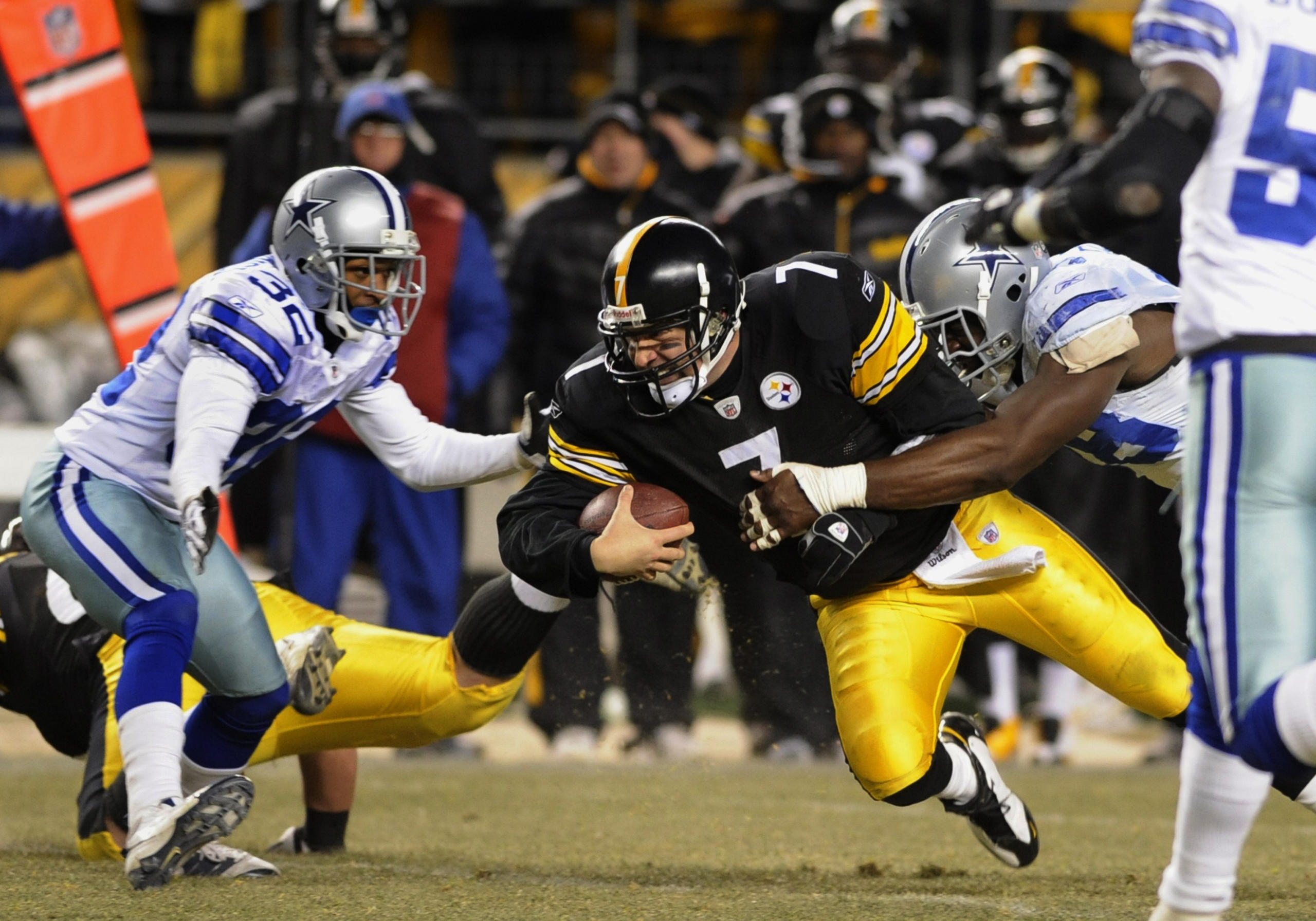 Quarterback Ben Roethlisberger (7) of the Pittsburgh Steelers dives for a gain against the Dallas Cowboys  at Heinz Field on December 7, 2008 in Pittsburgh, Pennsylvania.  (AP Photo / Al Messerschmidt)